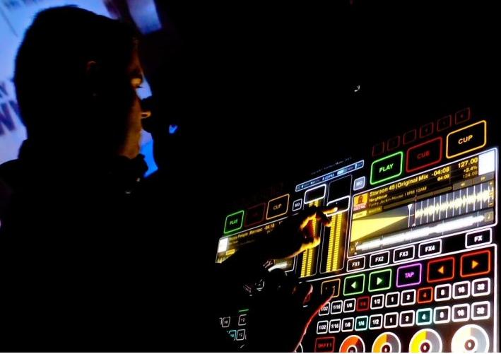 Emulator Multi-touch DJ interface
