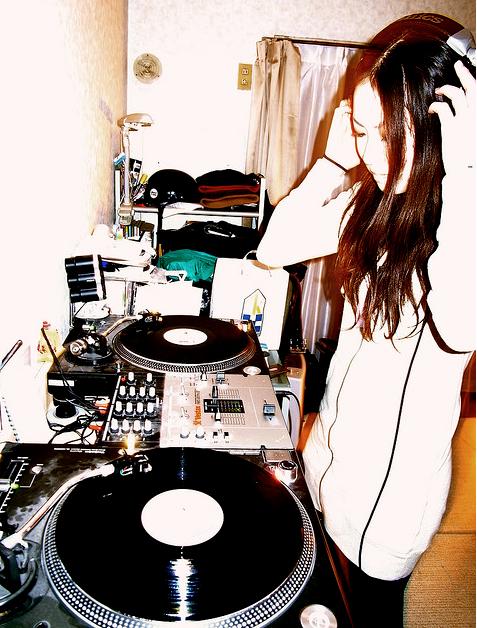 Vinyl DJing