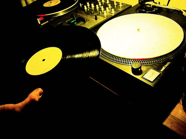 5 Reason Why Vinyl Beats Digital DJing