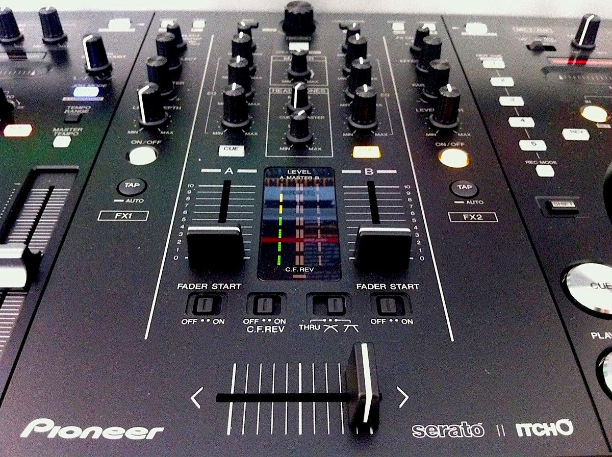 Review: The Pioneer DDJ-S1 DJ Controller: Is Big Beautiful?