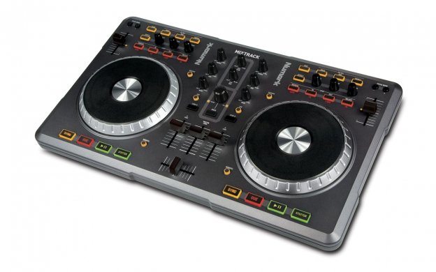 The front of the Mixtrack: As you can see, it has no headphones socket.