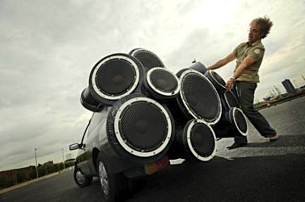 Soundsystem car