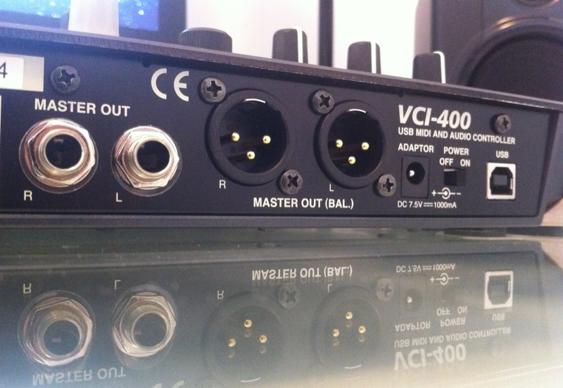 Vestax VCI-400 Review: Sound outputs