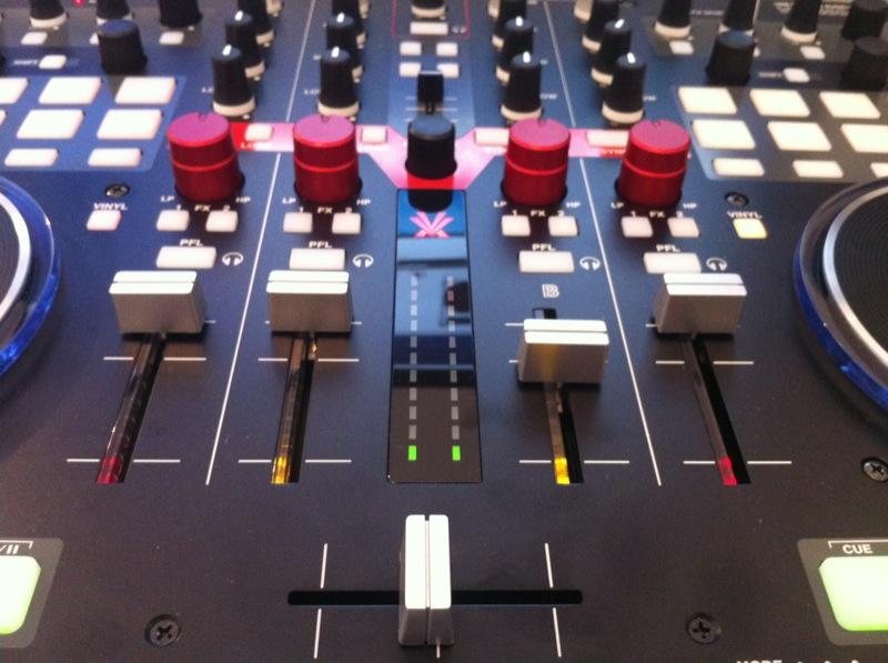 Vestax VCI-400 review mixer