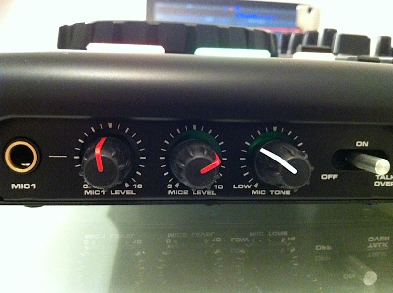American Audio Versadeck microphone controls