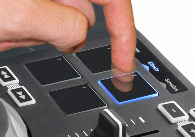 Hercules DJ Control Air velocity pads