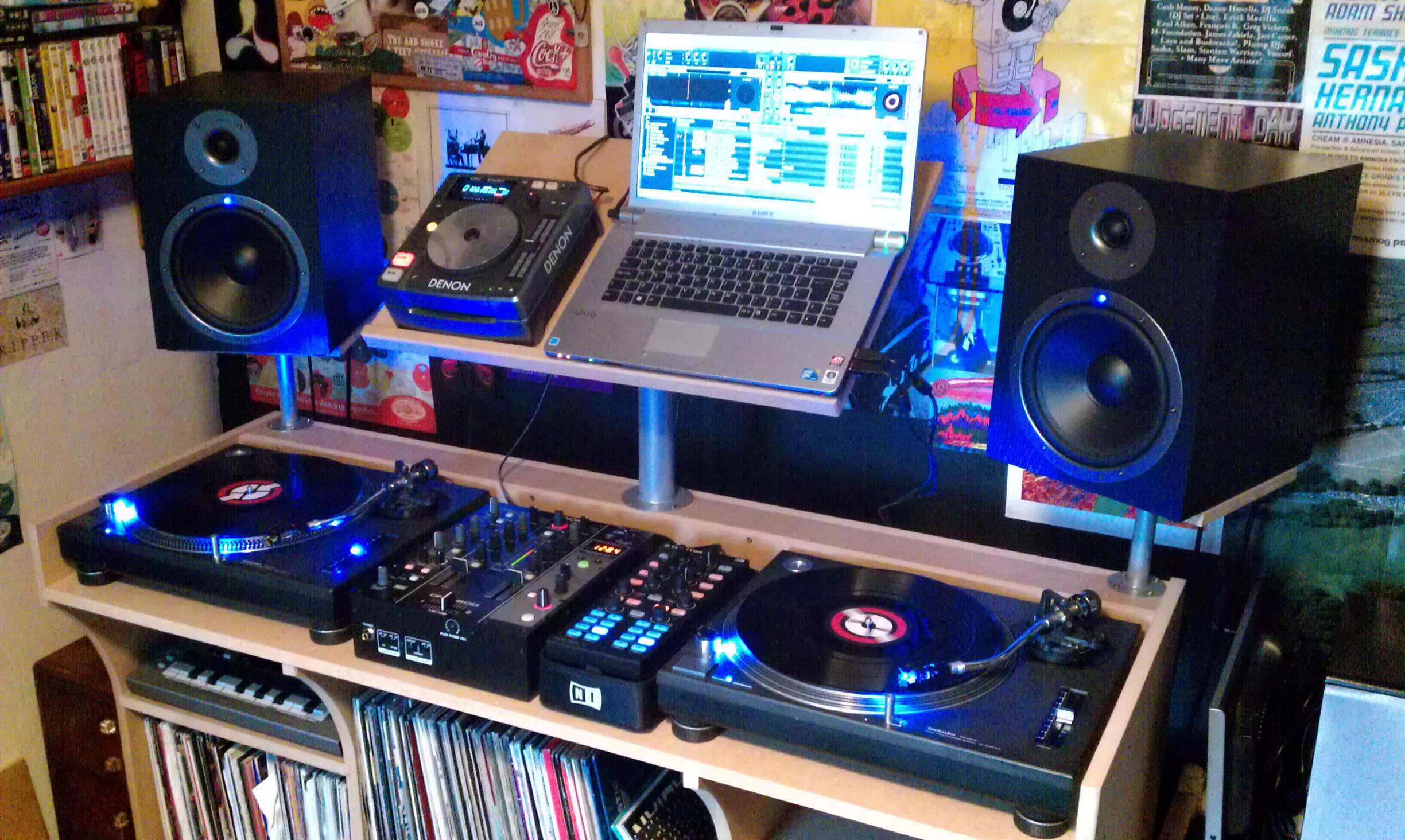 dj setup speakers studio setups beginner music bedroom monitors equipment vinyl guide setting speaker typical studios table audio positioning djs