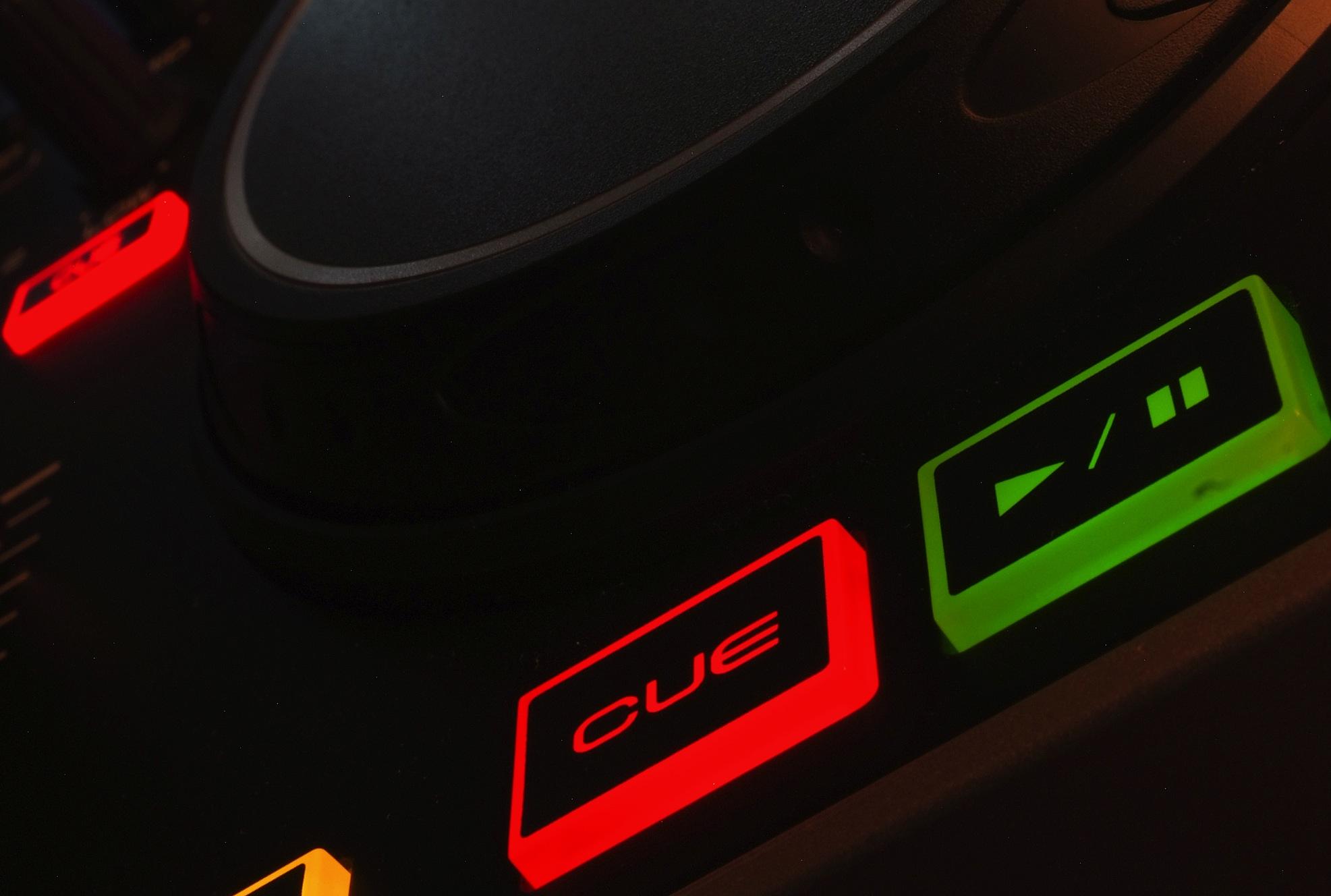 Denon MC2000 cue & play buttons