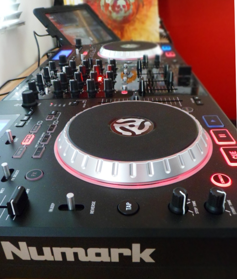 Mixdeck Quad with iPad and vjay app