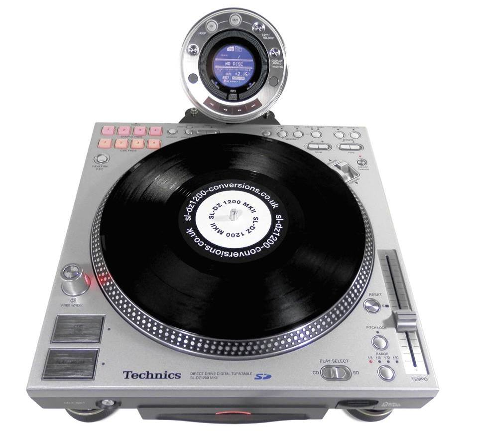 Here we have what appears to be a standard Technics turntable, modded to be a CDJ.