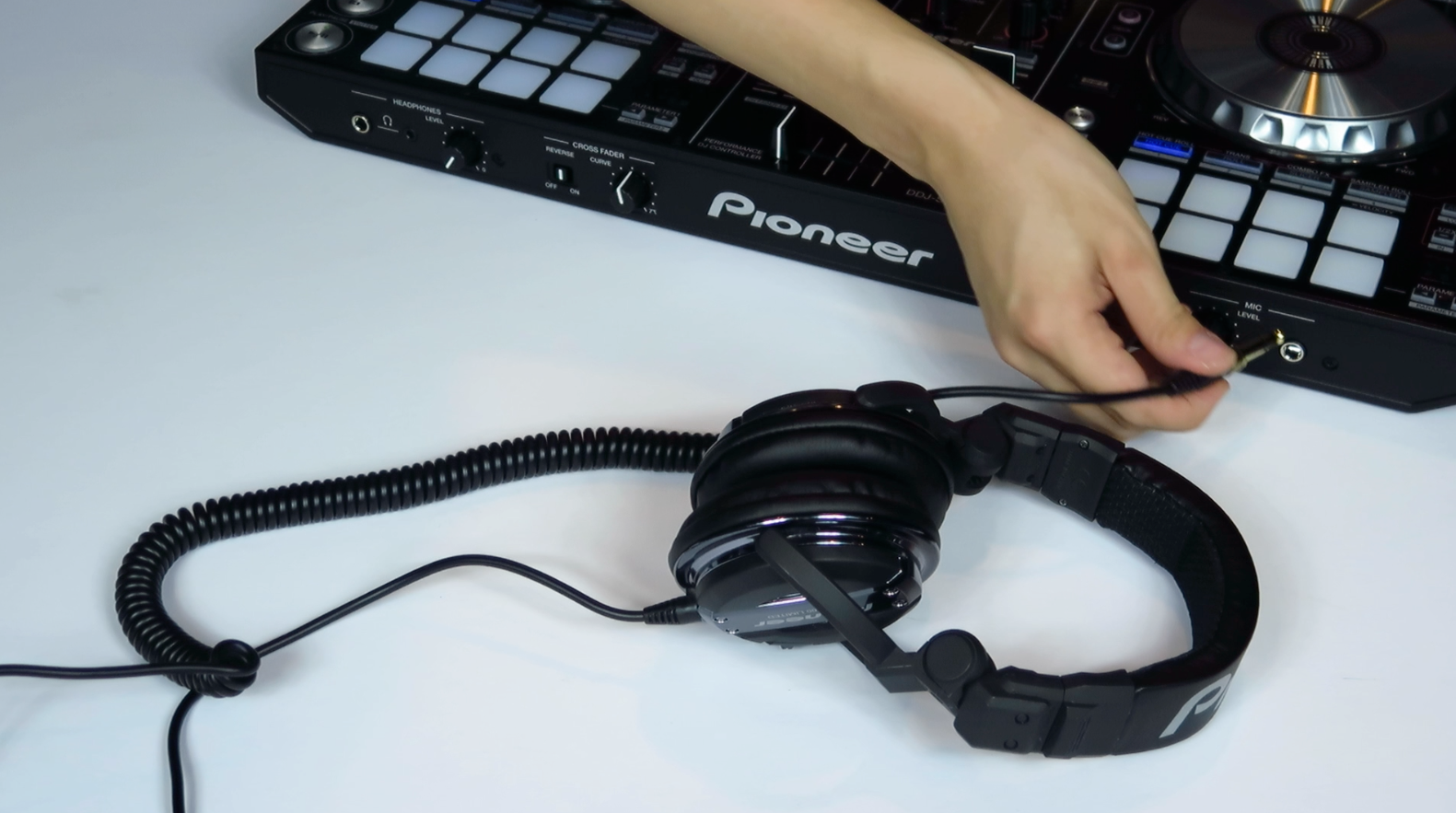 Gig Fix: Turn Your Headphones Into A Mic - Digital DJ Tips