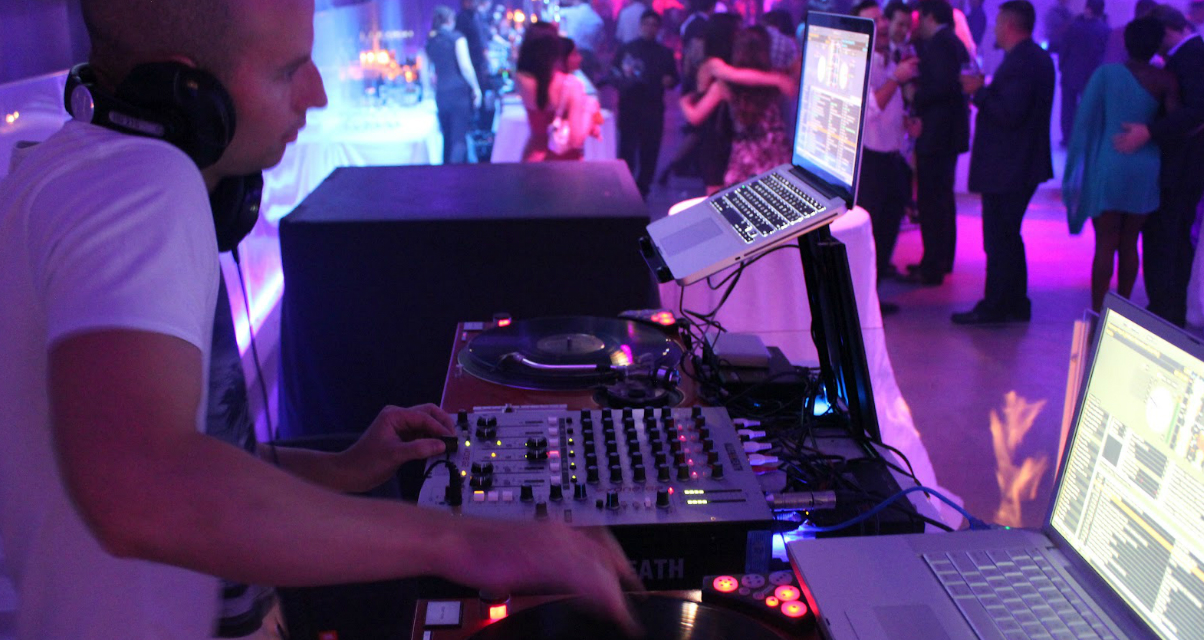 44e8c9b63298c Friday Roundup  5 Steps To The Perfect Warm Up DJ Set