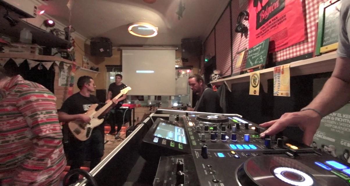 gigs-live-band-digital-dj-tips