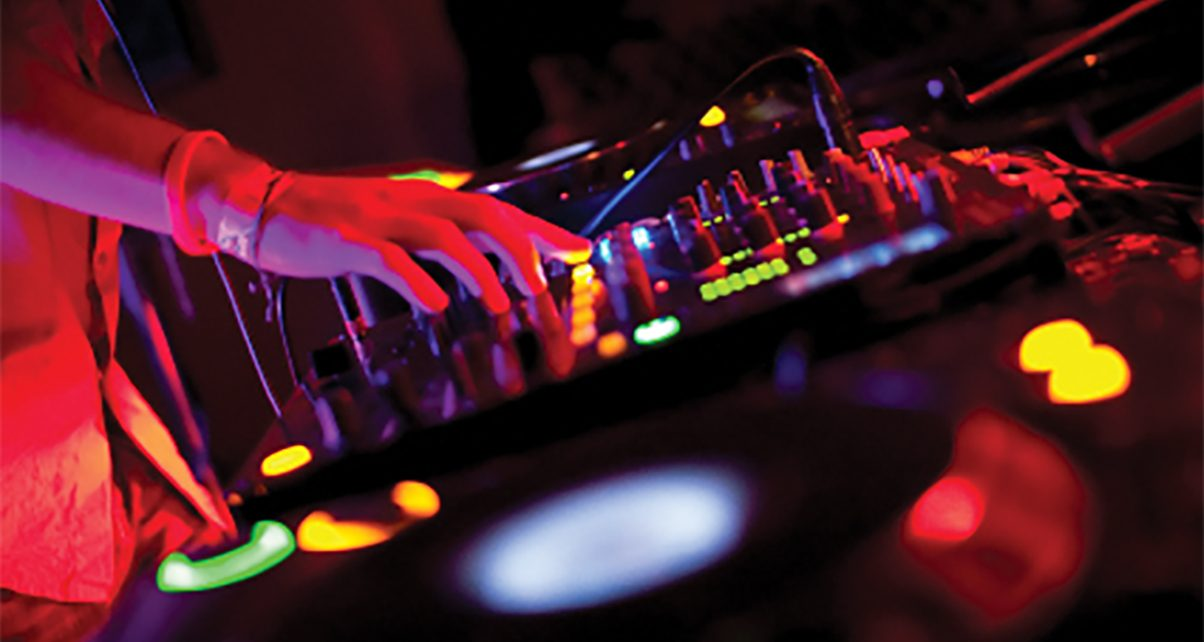 Are CDJs Better Than Midi Controllers? - Digital DJ Tips