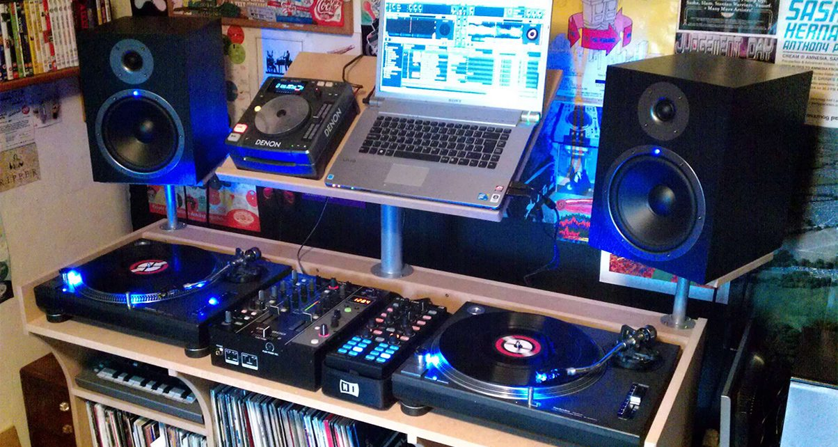 A Beginner DJs Guide To Monitors Part 2 Positioning Your Speakers
