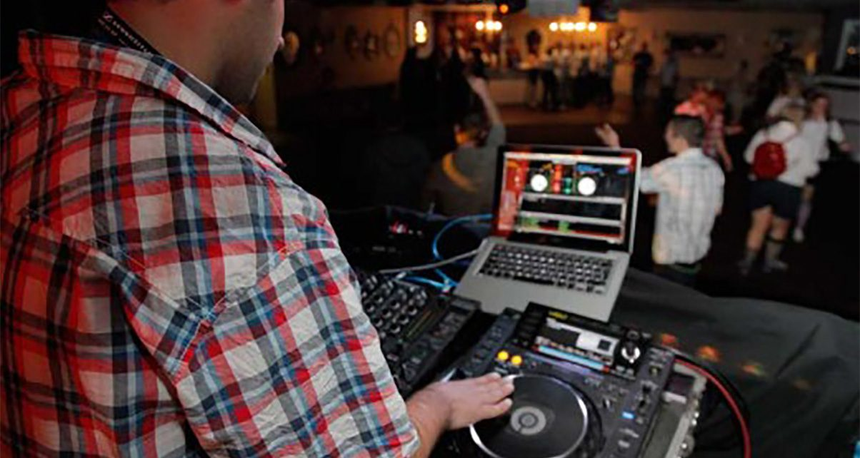 How To DJ Warm-Up Sets - Opening DJ Etiquette
