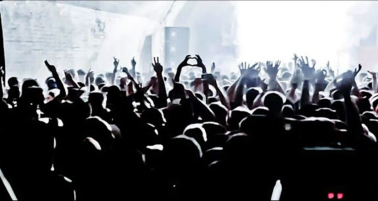 7 Tricks For Make Your Crowd Go Wild To Music They Don't Know