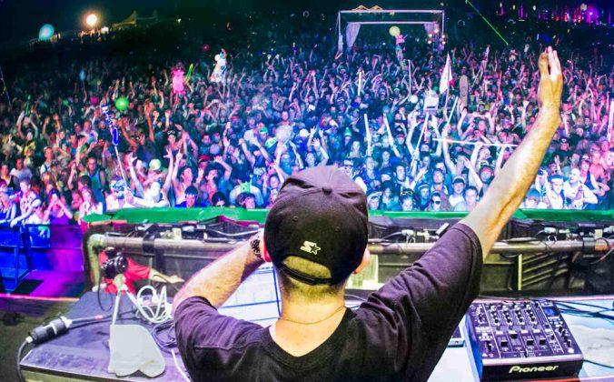 Hands Up, DJ!