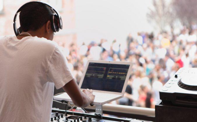 The Warm Up DJ