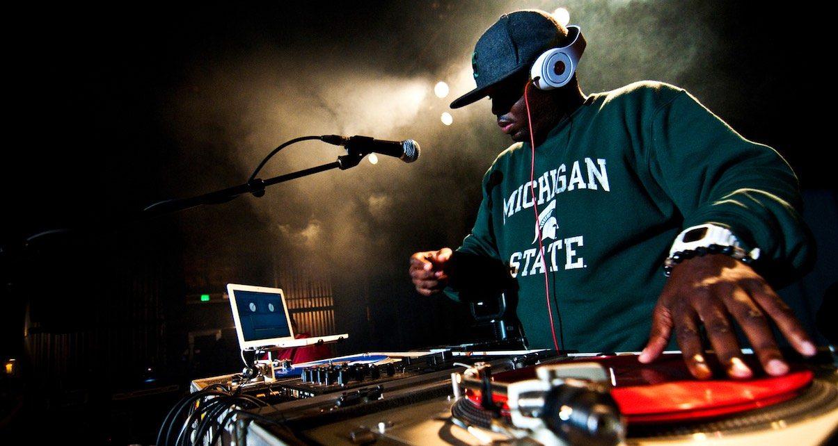 How To Mix Using Just Your Headphones - Digital DJ Tips