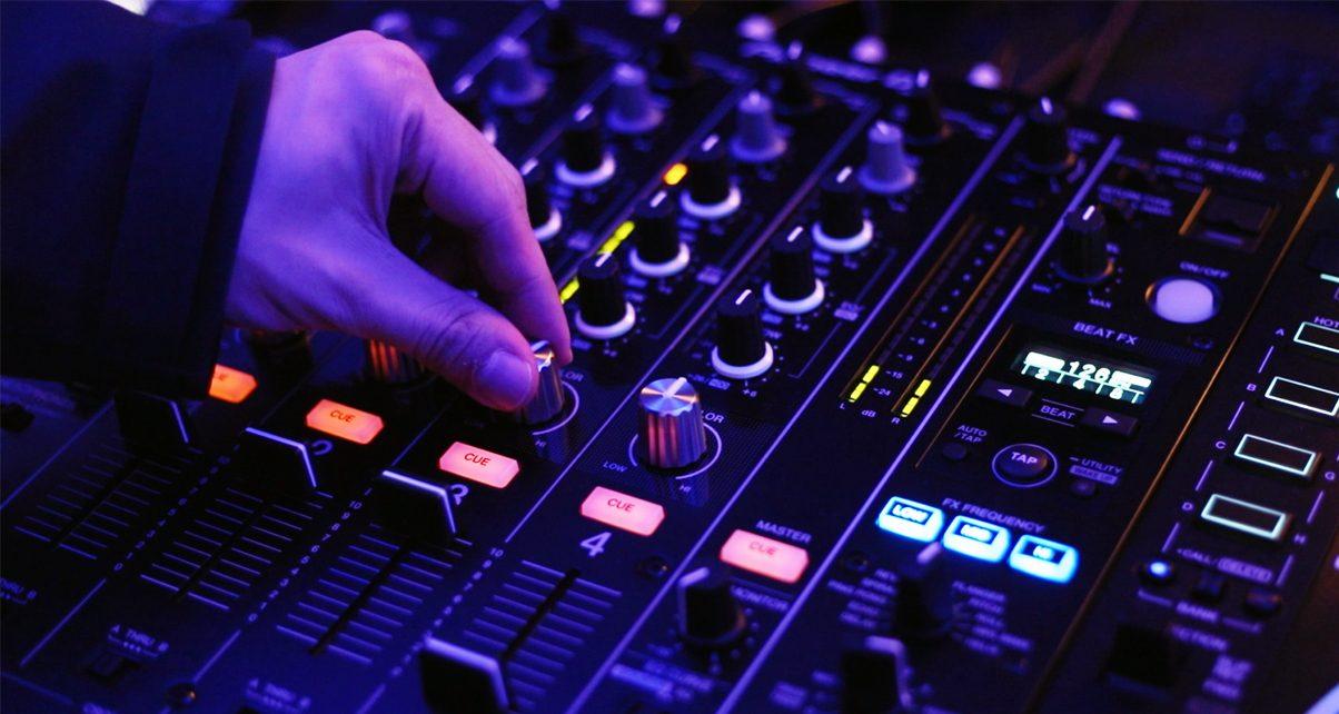 DJM750-in-use