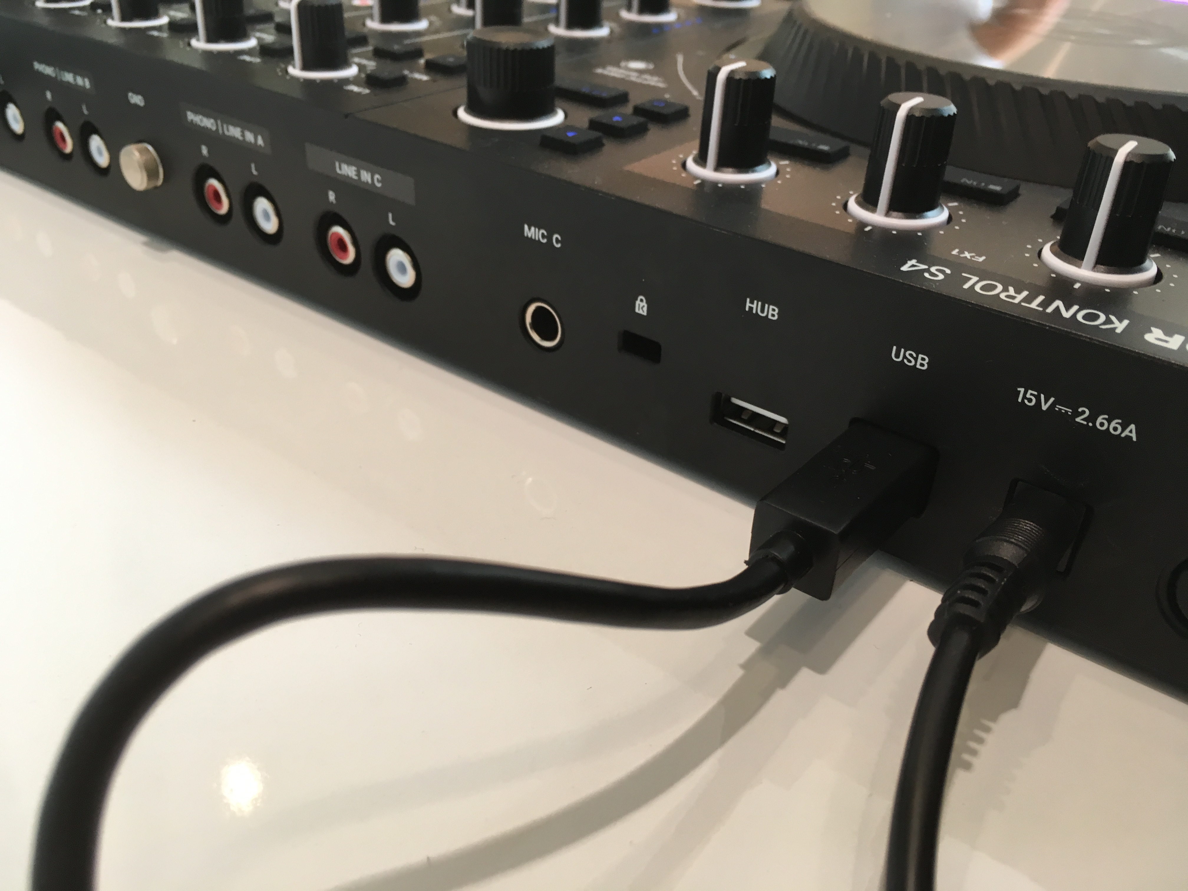 First Look: Native Instruments Traktor MK3 Controller