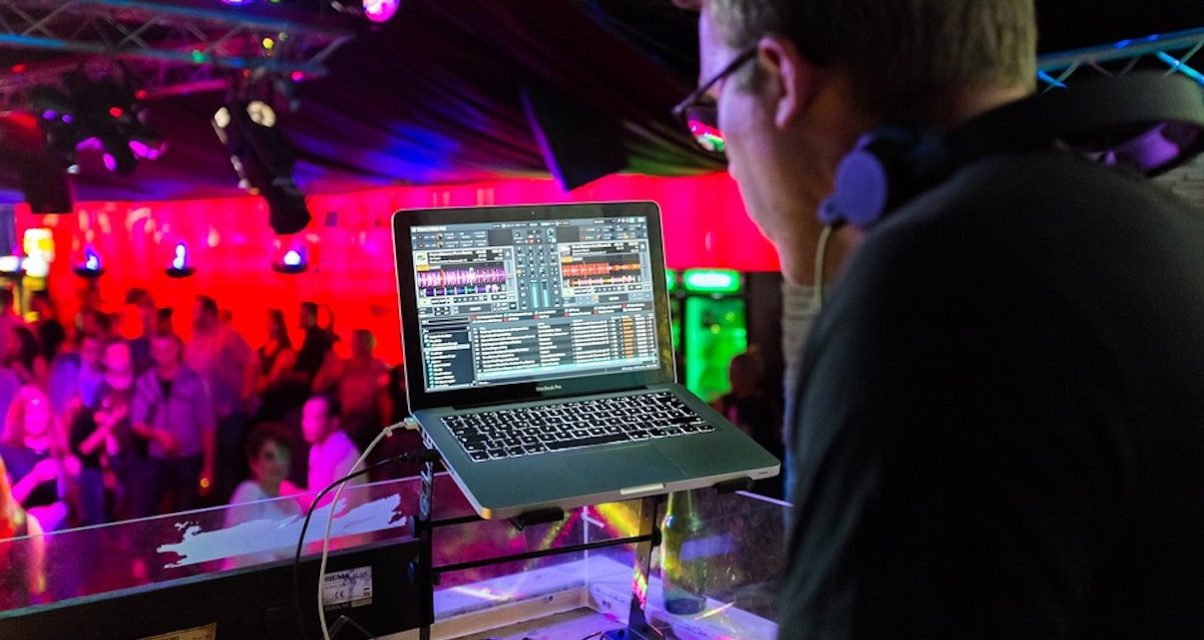 Serato, Traktor, Rekordbox, Virtual DJ: Which DJ Software