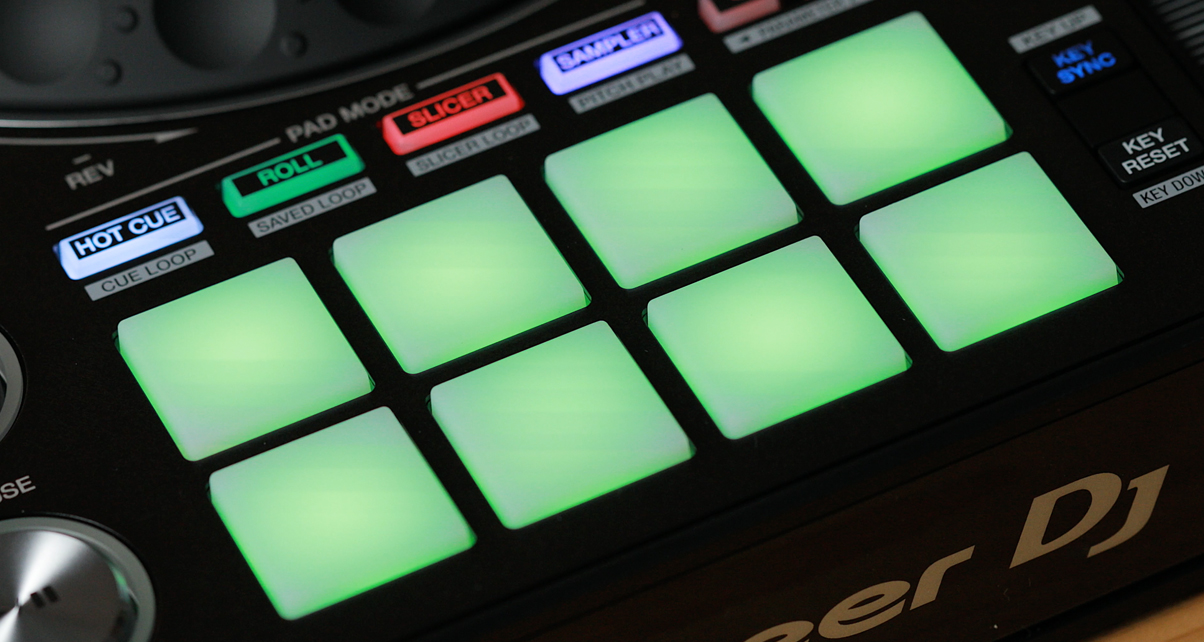 Pioneer DJ DDJ-1000SRT Serato DJ Pro Controller Review - Digital DJ Tips