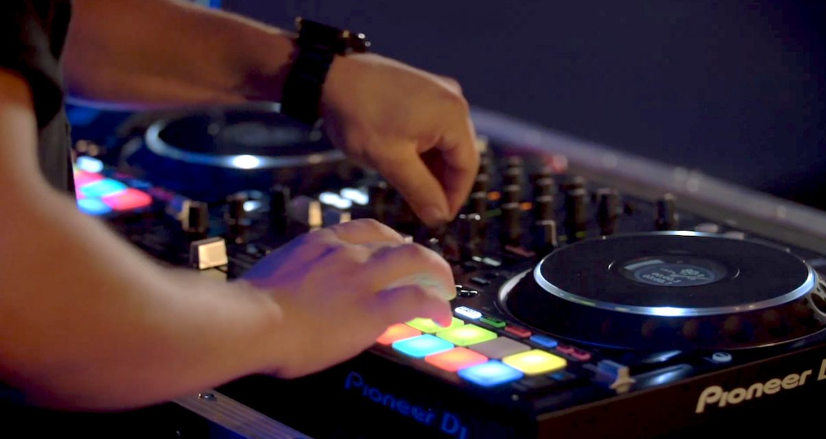 How to DJ with your DDJ-1000SRT