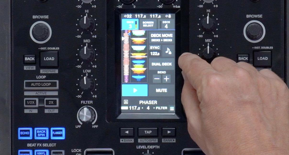 Pioneer DJ DJM-S11 deck control