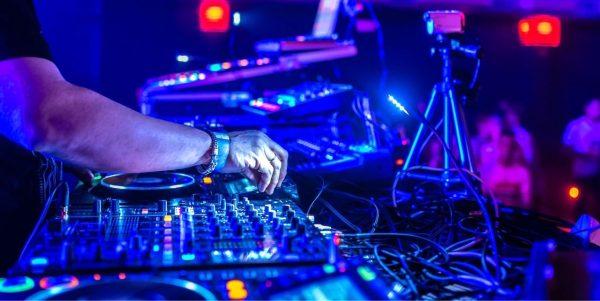 Club standard DJ gear