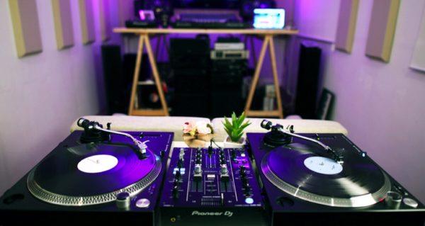 Home DJ studio with turntables