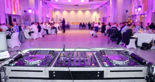 DJ booth at a wedding reception dinner